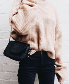 nude turtleneck and skinny denim - Pulli Stricken Trendy Fashion, Korean Fashion, Womens Fashion, Fashion Trends, Trendy Style, Fashion Images, Fashion Pictures, Style Fashion, Sweater Outfits