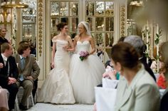 Anne Hathaway and Kate Hudson in Meilleures ennemies (2009)