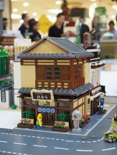 Build My LEGO Christmas (Malaysia) | by Brickfinder Lego Ninjago City, Lego City, Legos, Lego Lego, Lego Moc, Lego Batman, Train Lego, Casa Lego, Lego Boards
