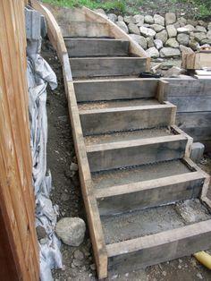 Un escalier ext rieur avec des bastaings en m l ze for Construction escalier exterieur