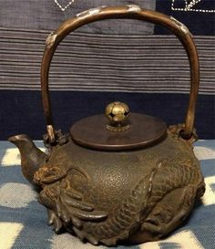 Japanese teapot - practical and decorative Tea Glasses, Japanese Tea Ceremony, Ceramic Tableware, Teapots And Cups, Chinese Tea, Tea Art, Tea Service, Messing, Artisanal
