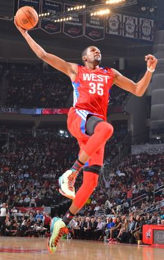 See some great photos of Kevin Durant and Russell Westbrook as they represented the Thunder during the 2013 NBA All-Star Weekend. Nba Stars, Sports Stars, Nba Players, Basketball Players, Air Max Camo, Kevin Durant Sneakers, Oklahoma City Thunder Basketball, Nike Air Max 2012, Nike Wedges