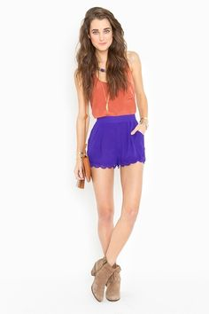 Strut your stuff in high-waisted shorts, denim cutoffs, lace shorts, hot pants & more! Shop womens shorts at Nasty Gal, for casual days or crazy nights out. Scalloped Shorts Outfit, Scallop Shorts, Short Outfits, Short Dresses, Casual Outfits, Fashion Outfits, Liar Liar, Royal Blue Shorts, Heather Gray