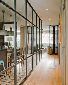 Une nouvelle décoration pour une designer espagnole - PLANETE DECO a homes world Home, Stylish Apartment, Steel Doors And Windows, Interior Deco, New Homes, House, House Interior, Home Deco, Deco