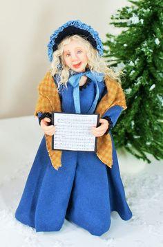 Ich möchte Ihnen die viktorianischen Carol Sängerin Helen vorstellen. Sie wurde von Hand geformt, mit Fimo und ihre Kleider sind von hand genäht worden. Der Rock des Kleides ist für den Realismus drapiert. Sie ist an den Armen und Beinen, verdrahtet kann so sanft gestellt werden. Sie wurde gemalt mit Genesis Heat Set Farben für Beständigkeit.  Helen ist eine Miniatur Puppenhaus Puppe im Maßstab 1: 12 (ein Zoll) und liegt bei etwa fünf und einen halben Zoll an die Spitze des Kopfes (höher an…