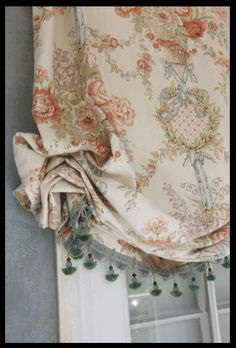 7 Magical Tips AND Tricks: Hanging Curtains Sliding Door lace curtains repurposed.Shabby Chic Curtains Old Doors patterned curtains interior design. Shabby Chic Curtains, Floral Curtains, Diy Curtains, Curtains With Blinds, Window Curtains, Valances, Farmhouse Curtains, Green Curtains, Velvet Curtains