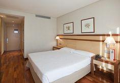 Descansa en habitaciones espaciosas y acogedoras cerca del aeropuerto de Madrid.  http://www.ilunionalcalanorte.com/