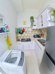 Discover inspiration for your Small kitchen remodeling in small spaces, upgrade with ideas for storage, gadget, organization, layout and decor. Home Kitchens, Kitchen Design Small, Kitchen Remodel Small, Kitchen Design, Home Remodeling, Home Decor Kitchen, Beautiful Kitchens, Home Decor, House Interior