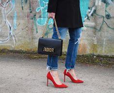 So stylst du rote Schuhe richtig. 4 ultimative Tipps für das richtige Styling/ Look. Auf meinem Mode- und Beauty Blog findet ihr Mode Frauen/ Frauen Mode/ Trend /Trends/ Styling/Stylings/Outfit/ Inspirationen für Outfits/ Jeans/ rote Pumps/ Frühling/Übergang/Trenchcoat/
