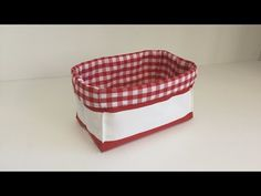 Coudre un petit panier rectangulaire - Tuto Couture Madalena - YouTube Quilted Bag, Quilting Tutorials, New Years Eve Party, Projects To Try, Basket, Quilts, Sewing, Youtube, Fabric