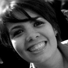 Ceci Lima. Editora-chefe do primeiro portal de jornalismo de Moda do Brasil, o Closet On Line. Formada em design e negócios da moda e pós-graduada em jornalismo de moda e estilo de vida.