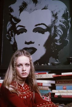 Rare photo of Twiggy in her bedroom in the 70s, with a picture of Marilyn Monroe.