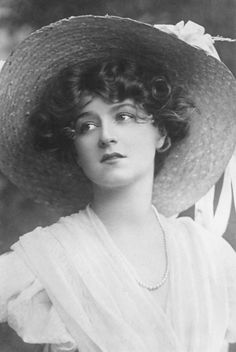 Gabrielle Ray by Foulsham & Banfield, 1900′s.