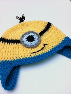 3 Cute Designs for Characters of Free Crochet Patterns for Minions Free crochet patterns for Minions become a recommended guide. You can use it to create awesome Minions characters. There are some characters in Minion. Chunky Crochet, Crochet Beanie, Crochet Baby Blanket Tutorial, Tutorial Crochet, Hat Tutorial, Crochet For Kids, Free Crochet, Crochet Crafts, Crochet Projects
