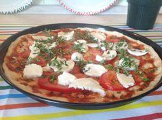 super pizza Super Pizza, Caprese Salad, Vegetable Pizza, Spaghetti, Vegetables, Ethnic Recipes, Food, Veggies, Essen