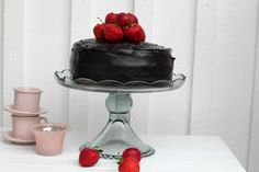 GAAHHH <3 I need to make this! Now! (http://www.passionforbaking.com/blog/2011/06/25/devil-food-cake-delicious-chocolate-frosting/)