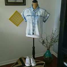 ACID WASH, SHORT SLEEVE BUTTON UP This stylish top is great with shorts and Chuck T's, or pants. Sold as is. Tops Button Down Shirts
