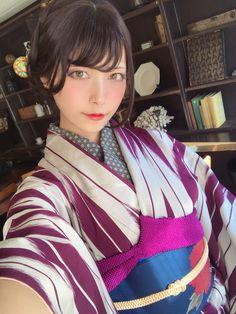 Japanese Yukata, Japanese Costume, Japanese Outfits, Modern Kimono, Hot Japanese Girls, Kimono Japan, Martial, Kawaii Girl, Kimono Fashion