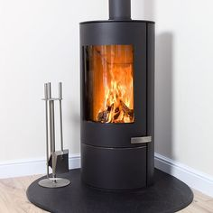 The NEW Somerton II Standard Woodburning Stove from Mendip Stoves (March – Freestanding fireplace wood burning Gas Wood Burner, Wood Burning Stove Insert, Wood Burning Logs, Wood Burner Fireplace, Wood Burning Stoves, Gas Logs, Corner Log Burner, Corner Stove, Foyers