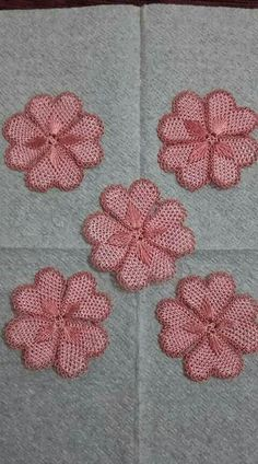 This post was discovered by Me Needle Lace, Bobbin Lace, Knitted Poncho, Knitted Shawls, Diy Flowers, Crochet Flowers, Irish Crochet, Knit Crochet, Knit Shoes