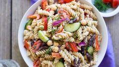 This Creamy Tahini Greek Pasta Salad is mayo-less and so delicious! Creamy Pasta Salads, Greek Salad Pasta, Pasta Salad Recipes, Healthy Salad Recipes, Lunch Recipes, Vegetarian Recipes, Healthy Food, Yummy Food, Skinny Pasta