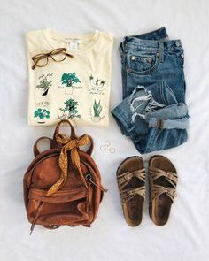 I This looks exactly like something I would wear daily. I love to garden so I love this shirt. I like the back pack style bag too! Spring Summer Fashion, Spring Outfits, Spring Style, Looks Hippie, Kleidung Design, Cute Casual Outfits, Pretty Outfits, Fashion Outfits, Womens Fashion