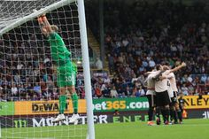 Burnley's English goalkeeper Joe Hart reacts as Manchester United's Belgian striker Romelu Lukaku celebrates with teammates after scoring his team's second goal during the English Premier League. English Premier League, Burnley, Goalkeeper, Manchester United, The Unit, Goaltender, Fo Porter, Man United