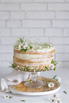 Delicious Small Wedding Cakes Which Are So Cute That They Would Make Your Wedding A Big Hit - Trend2Wear