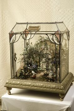 garden miniature.... love the base....possible DIY for me.....I have a few big ideas...lol....