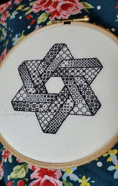 Impossible star - *digital pattern* Embroidery /cross stitch pattern, blackwork, redwork, optical illusion, escher