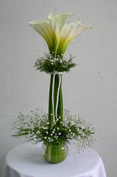 Ideas for flowers arrangements simple diy calla lilies Ikebana, Deco Floral, Floral Design, Wedding Centerpieces, Wedding Decorations, Calla Lily Centerpieces, Elegant Centerpieces, Centrepieces, Modern Flower Arrangements