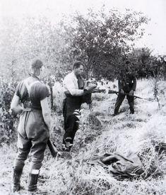 Командир Красной Армии перед расстрелом. Фото сделано в августе-сентябре 1941 г. в полосе немецкой группы армий «Юг» (Украина).