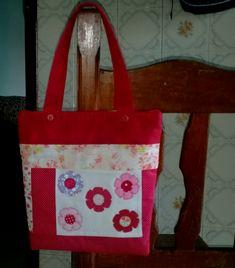 Bolsa/ sacola ideal para carregar suas coisas no dia a dia .