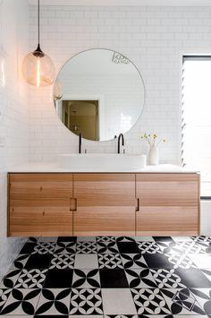 Shabby Chic Modern Bathroom Light Fixtures Ideas For 2019 Modern Bathroom Light Fixtures, Bathroom Vanity Lighting, Vanity Mirrors, Bad Inspiration, Bathroom Inspiration, Best Bathroom Vanities, Bathroom Wallpaper, Bathroom Colors, Design Bathroom