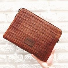 Hand Woven Leather Cases For Your Devices 📱💻📷 . Gq Style, Mens Style Guide, Leather Case, Hand Weaving, Cases, Mens Fashion, Instagram, Leather Pencil Case, Men Fashion
