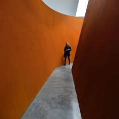 Claustrophobes beware: This maze at the @gagosiangallerys West 21st Street location in Manhattan is not for the faint of heart. The gallery is showing a sculpture by the 76-year-old artist Richard Serra who @nytimes critic Ken Johnson calls todays greatest living sculptor of Minimalist abstraction. The piece NJ-1 (2015) is a single grand example of the artists mazes made from immense ribbons of rolled steel. It looks like a big tent whose nearly 14-foot-high sides seem to be made of…