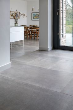 porcelain flooring Hessian Grigio Porcelain Tile fliesen When we visited a house in Devon Modern Kitchen Flooring, Flooring, House Styles, Modern Flooring, Floor Tile Design, House Interior, House Flooring, House Tiles, Living Room Flooring