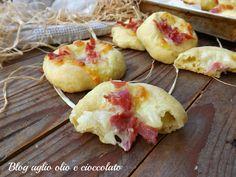 Le pizzette di patate prosciutto e scamorza, sono molto semplici da fare, morbidissime e ricche di sapore e con un cuore filante molto invitante