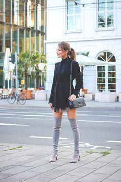 Stuart-Weitzmann-graue-Overknee Stiefel-Chanel-Boy-Bag 16
