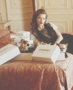 2474188e247c Chanel and puppies! Perfect combination! Kate Moss Style, Coco Chanel,  Chanel Box
