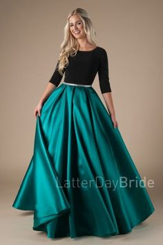 Elegant and enchanting modest prom dress with lace bodice, style Lainey Emerald, is part of the Wedding Collection of LatterDayBride, a Salt Lake City bridal shop. Modest Prom Gowns, Prom Dresses With Sleeves, Bridesmaid Dresses, Green Wedding Dresses, Long Dresses, Pretty Dresses, Beautiful Dresses, Amazing Dresses, Mode Hijab