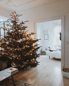 """Polubienia: 21.4 tys., komentarze: 231 – Created by Katarzyna Tusk (@makelifeeasier_pl) na Instagramie: """"69 metrów kwadratowych szczęścia 🎄🎄🎄 #firstchristmas #homesweethome #scandinaviandesign…"""""""