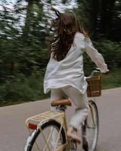 Summer Aesthetic, Aesthetic Photo, Aesthetic Girl, Aesthetic Pictures, For Emma Forever Ago, Bicycle Pictures, Cycle Chic, Bicycle Women, Life Is Beautiful