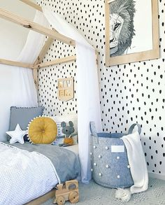 Kid's bedroom inspiration - spotted wallpaper