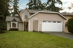 Beautiful Home In South Lake Sammamish Neighborhood Of Weatherwood. Large  Remodeled Kitchen With Maple Cabinets