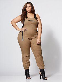 Kat Khaki Utility Overall Jumpsuit - Fashion To Figure Thick Girl Fashion, Plus Size Fashion For Women, Curvy Women Fashion, Plus Size Women, Womens Fashion, Boho Fashion, Curvy Outfits, Plus Size Outfits, Fashion Outfits