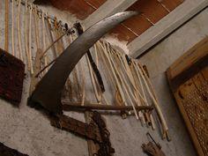 Buenos días crivillenenses, Todo un museo en un garaje, donde se pueden encontrar muchas herramientas de antaño, es en casa del Jacinto como muchos ya sabréis