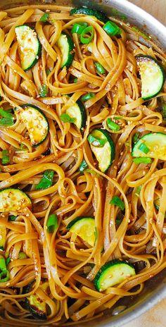 Zucchini Noodle Recipes, Veggie Recipes, Zucchini Noodles, Asian Recipes, Vegetarian Recipes, Dinner Recipes, Healthy Recipes, Frugal Recipes, Cheap Recipes