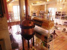 Ce lieu propose de nombreux alcools dont l'histoire remonte souvent à plusieurs centaines d'années, avant que le pastis ne vienne s'imposer comme une référence dans le domaine. Source image: blog Verte Prairie
