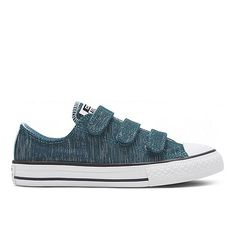From Converse, these trainers bring casual comfort and everyday style to a girls' daytime look. In turquoise, they are secured with rip tape fastenings and are inspired by the classic 'All Star' style.